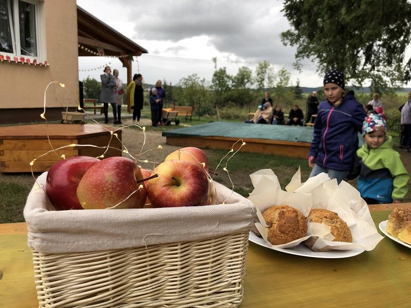 Zahradní slavnost voněla jablky