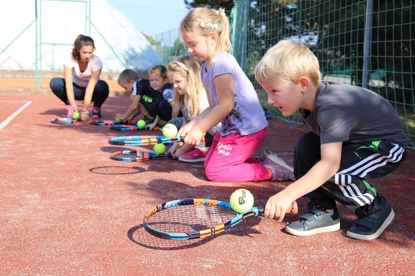 Kde se dá hrát tenis?